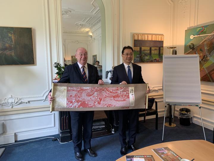 中国侨联访荷代表团一行拜会荷中友好协会