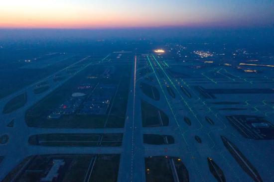 △航拍北京大兴国际机场|视觉中国 全向型跑道 北京大兴国际机场的