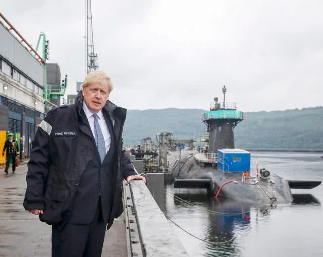 出任首相一周:温柔抱鸡,内阁换血,约翰逊如何搅动英国