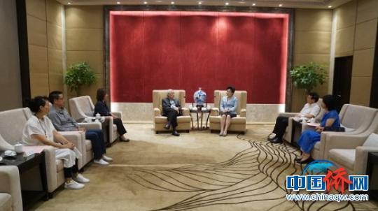 中國僑網邢善萍會見池洪湖家族一行。福建省委統戰部供圖