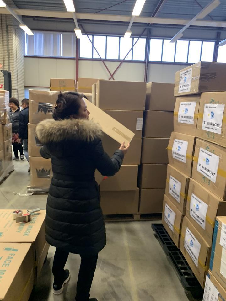 抗疫战场上的巾帼英雄——荷兰欧洲侨爱基金会捐赠防疫物资纪实