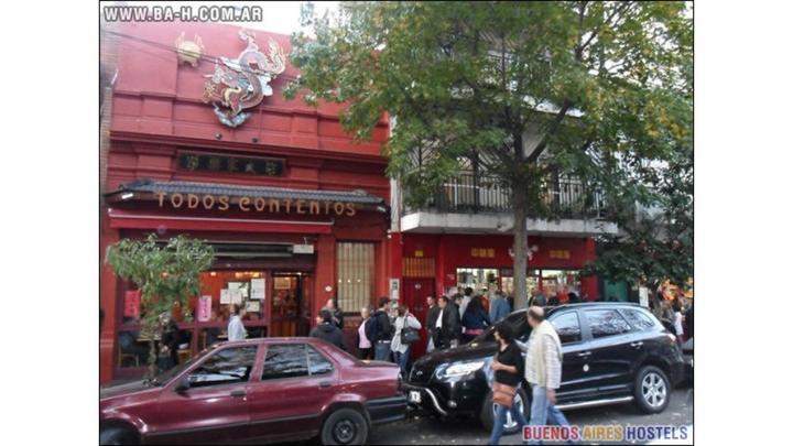 Fundado en 1985, fue uno de los primeros en llegar a la calle principal del Chinatown,