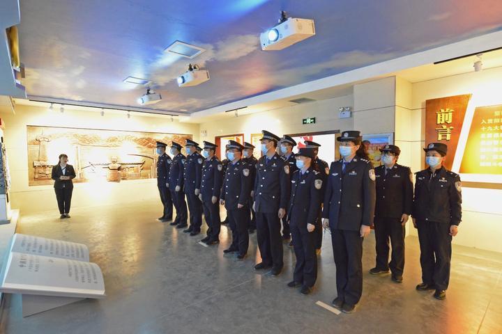 图为叶城县公安局组织民警参观党风廉政基地2.jpg