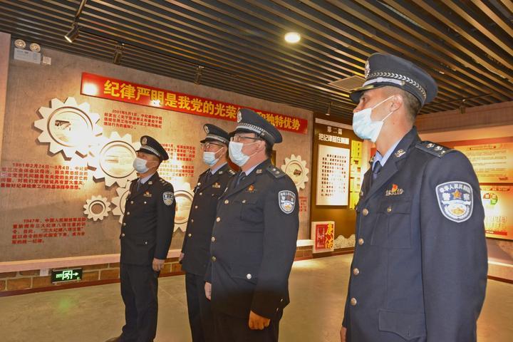 图为叶城县公安局组织民警参观党风廉政基地1.jpg