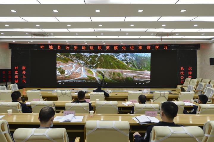 图为叶城县公安局组织英模先进事迹学习.jpg