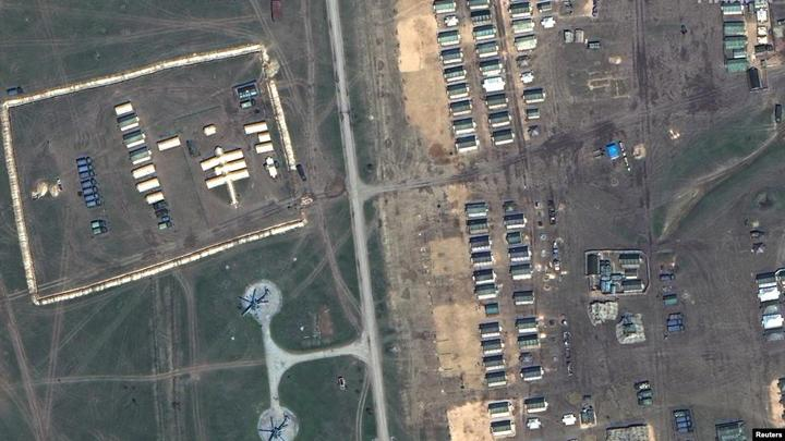Maxar Technologies发布的卫星图片显示俄罗斯军队在靠近克里米亚黑海海岸部署的野战医院和驻军帐篷。(2021年4月15日)