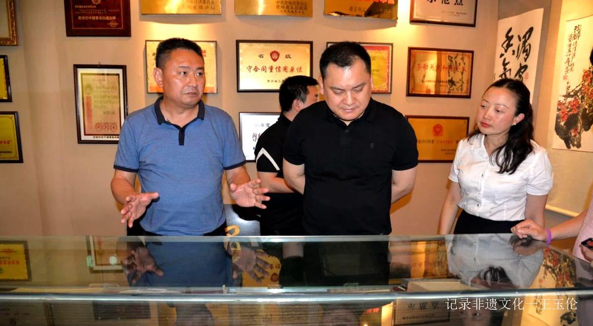 """湄潭县融入成渝双城经济圈座谈会召开, """"贵州老舍酒业在湄揭牌"""""""